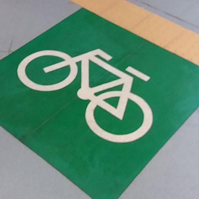 Pintura de solo de cadeirante ou bicicleta